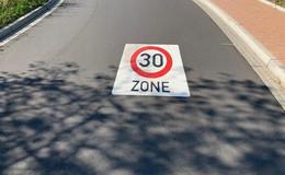 Tempo 30-Zonen doppelt markiert: Mehr Sicherheit im Straßenverkehr