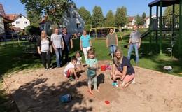 Für den Nachwuchs: Ehrenamtlicher Arbeitseinsatz beim Sandkastenbau
