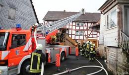 Zimmerbrand in Machtlos - Feuerwehr verhindert Übergreifen der Flammen