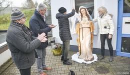 Zum 87. Geburtstag: Günther-Brüder schenken Paul Himmelmann Marienstatue