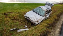 Verkehrsunfall auf L 3171: Pkw überschlägt sich - Vier Insassen verletzt