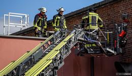 Schalldämpfer einer Abgasanlage in Brand geraten: Lage unter Kontrolle