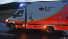 25-Jährige kollidiert mit Rettungswagen: Sanitäter verletzt