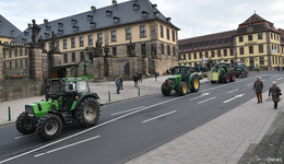 220 Traktoren legten kompletten Verkehr lahm - Landwirte wollen gehört werden