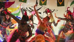 Heiße Tänze und Rhythmen im Dollen Dorf - Bilderserie