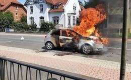 Pkw ausgebrannt - Feuerwehr konnte nichts mehr retten