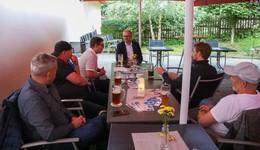 In lockerer Runde mit MdB Brand (CDU): Dämmerschoppen im Gasthof Haunetal
