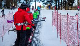 Endlich geht es los: Wintersportler testen Zauberteppich