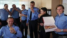 Tag des Notrufs: Ein süßes Dankeschön für die Einsatzkräfte