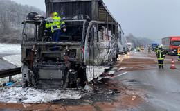 Führerhaus eines Lkw auf der A7 in Brand geraten