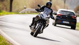 20-jähriger Motorradfahrer bei erster Ausfahrt schwerverletzt ins Klinikum