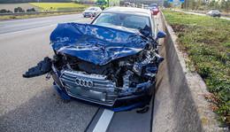 Auffahrunfall auf A7: Audi gegen Lkw