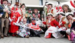 Dreifach donnerndes Roter Rain: Besuch der Karnevalisten im Seniorenzentrum