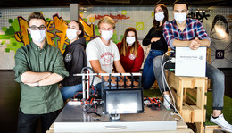 Alles selbst entwickelt: Studierende bauen komplexes Hochregallager nach