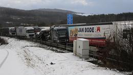 Nach Schneefall: chaotische Rettungsgassen - Fahrern drohen Bußgelder