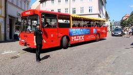 Der fahrende Musik-Bus rollt wieder durch die Innenstadt