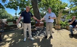 Kofferübergabe: Dr. Sebastian Diehl übernimmt Lions-Club Präsidentenamt