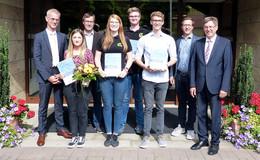 Überlandwerk Rhön würdigt sehr gute Prüfungsergebnisse der Auszubildenden