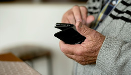 Falsche Polizeibeamten und Enkeltrickbetrüger: 88-Jähriger wird Opfer