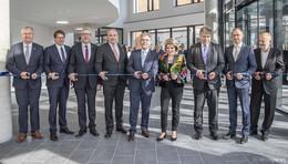 Meilenstein: Bauherr übergibt der RhönEnergie das neue Verwaltungsgebäude