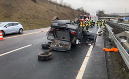Schwerer Crash auf der A 66: Auto überschlägt sich mehrfach