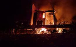 Auf der A4: Motorraum eines mit Gefahrgut beladenen Sattelzugs gerät in Brand