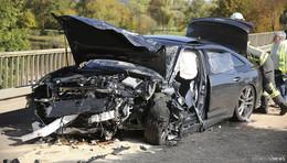 Frontal-Unfall mit Luxusautos auf B 62: Beide Fahrer schwer verletzt