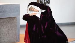 Der Lebensweg der Heiligen Lioba: Performance-Kunst in einem sakralen Raum