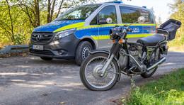 84-Jähriger kommt mit Motorrad von der Fahrbahn ab - Unfall auf der B279