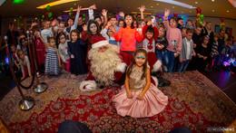 Weihnachtliche Stimmung bei Familienadventsfeier: 350 glückliche Gäste
