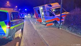 Auf Fahrt in Klinik: Retter verhindert Frontal-Crash - Polizei sucht Verursacher