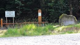 Denkmal an der Panzereiche im Seulingswaldbeschädigt
