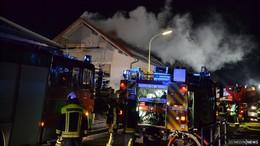 Dachstuhlbrand in Marbach: Ursache Zigarette? - Zwei Personen leicht verletzt