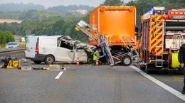 Tödlicher Crash auf A5: Pkw kracht ungebremst in Nachtbaustelle