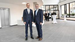 Stolz, aber nicht protzig: Neues RhönEnergie-Gebäude übergeben - Bilderserie