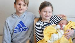 Die kleine Mia kam um 3.46 Uhr am 1.1.2020 in der Helios Klinik zur Welt