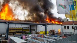 Bahnstrecke nach Brand des Raiffeisen-Warenzentrallagers wieder frei
