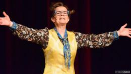 Frieda Braun in Ellis Saal -  BH-Spitzenträger für Hubarbeiten nicht vorgesehen
