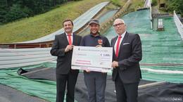 5.000 Euro Spende für die Modernisierung der Skisprungschanze