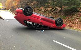 Unfall zwischen Döllbach und Uttrichshausen- Pkw bleibt auf dem Dach liegen