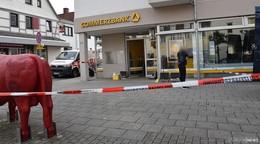 Täter sprengen Geldautomat der Commerzbank mit Gasgemisch