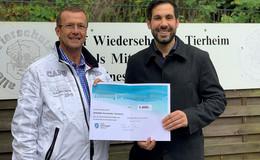 Überraschung nach dem Hundeschwimmen: 1.000 Euro gehen ans Tierheim
