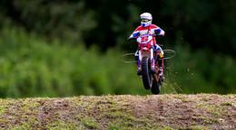 Polizei sucht nach illegalem Rennen drei Motorradfahrer