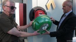 Am Rathaus in Ulrichstein gibt es jetzt einen Defibrillator