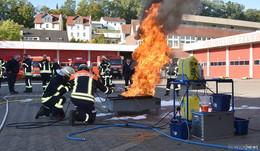 Alle Feuerwehren im Kreis können mit einem Schaumlöschtrainer üben