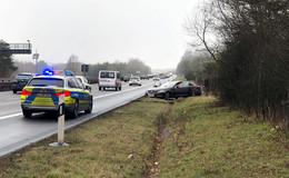 Jaguar kommt von der Fahrbahn ab - Unfall auf der A 5 sorgt für Stau