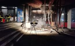 Aula der Otto-Hahn-Schule ausgebrannt - 100.000 Euro Schaden