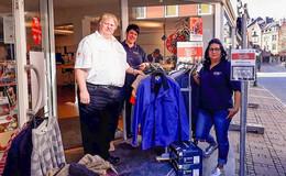 Kleiderstange neu bestückt: Kostenlose Frühjahrskleidung für Bedürftige