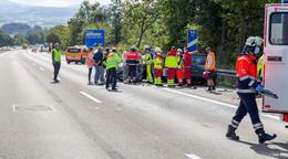 Zwei Autos krachen auf A7 ineinander - Verkehrsbehinderungen