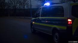 Pkw überschlägt sich auf regennasser Straße - Fahrer bleibt unverletzt